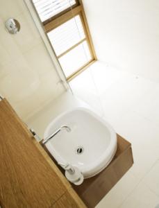 sara colledge - interior design - ramsbury project - bathroom 2